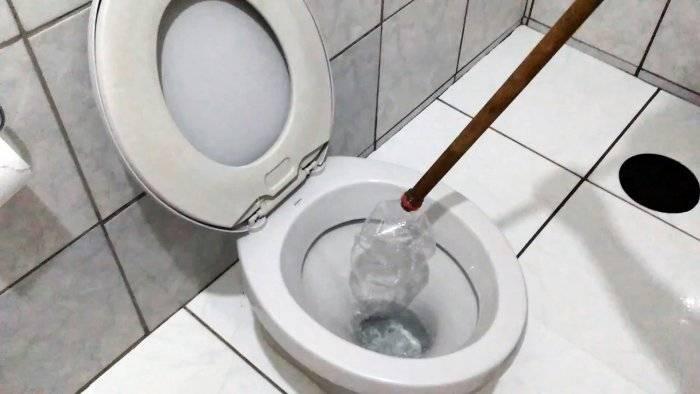Как самостоятельно прочистить унитаз в домашних условиях