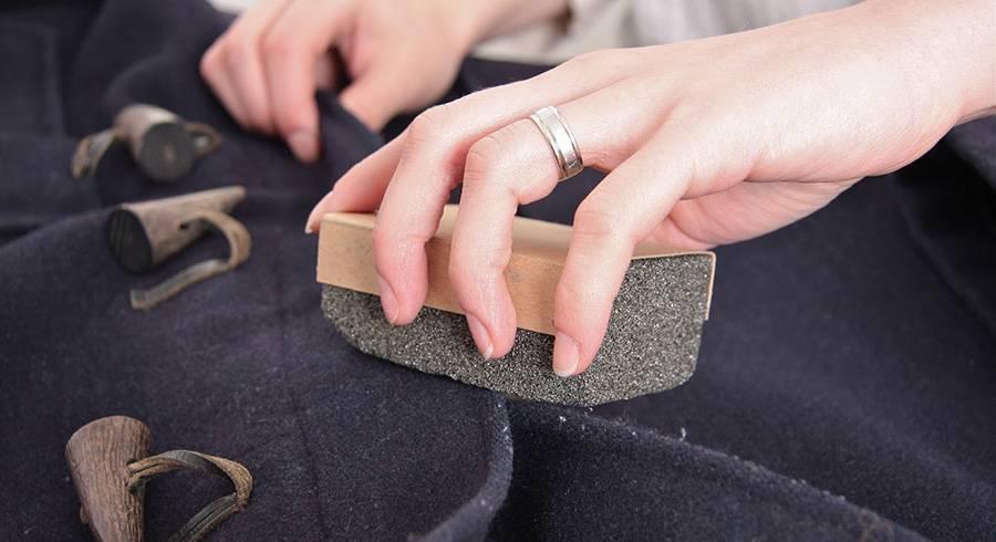 Как убрать катышки с одежды в домашних условиях: быстро и без машинки