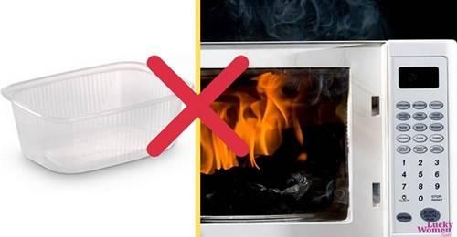 12 вещей, которые никогда нельзя ставить в микроволновую печь.