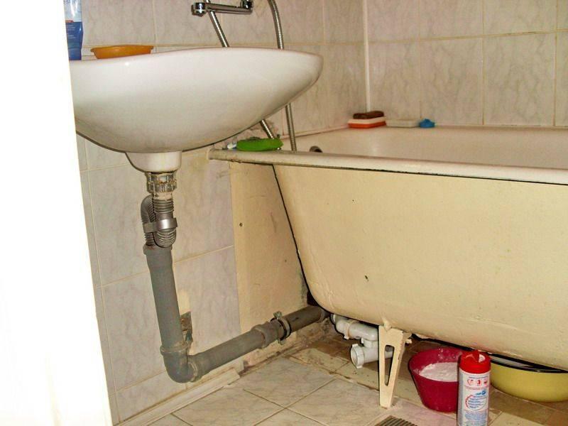 Как устранить запах канализации в туалете и ванной: 5 причин появления запаха и их устранение