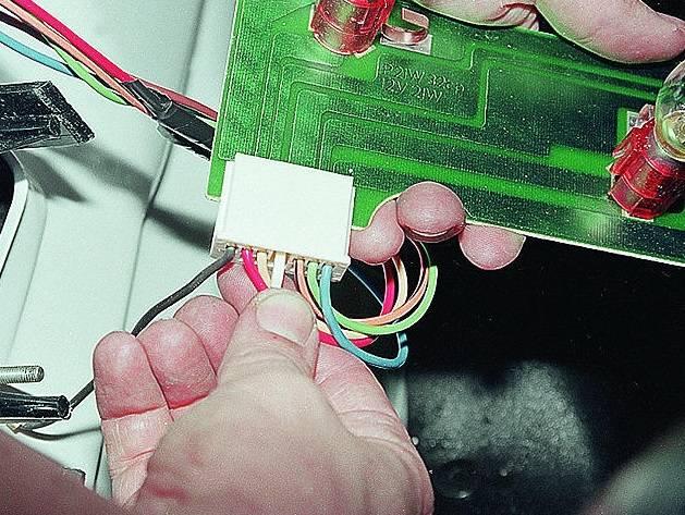 Выясняем, почему светодиодная лампа моргает в выключенном и включенном состояниях