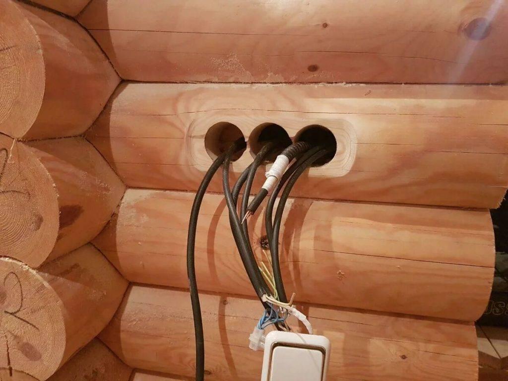 Каким кабелем делать проводку в деревянном доме — обзор негорючих видов кабеля и правила безопасной укладки проводки
