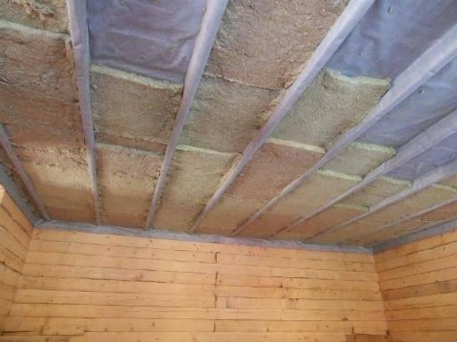 Утепление потолка в деревянном доме: лучшие способы