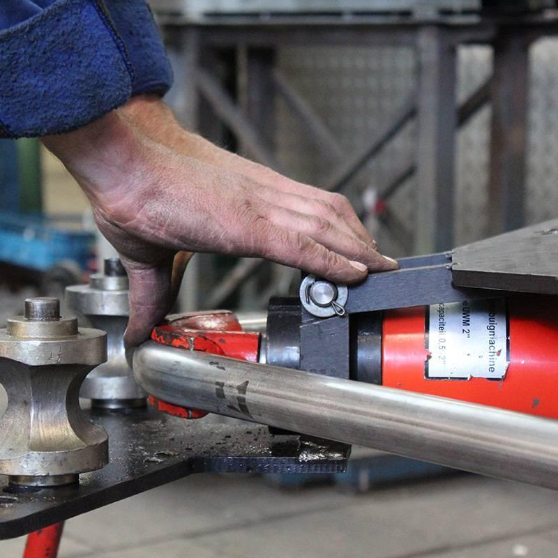 Как производится гибка металлических труб: технологические тонкости выполнения работ