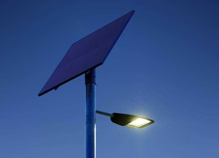 Светильники на солнечных батареях для дачи и сада
