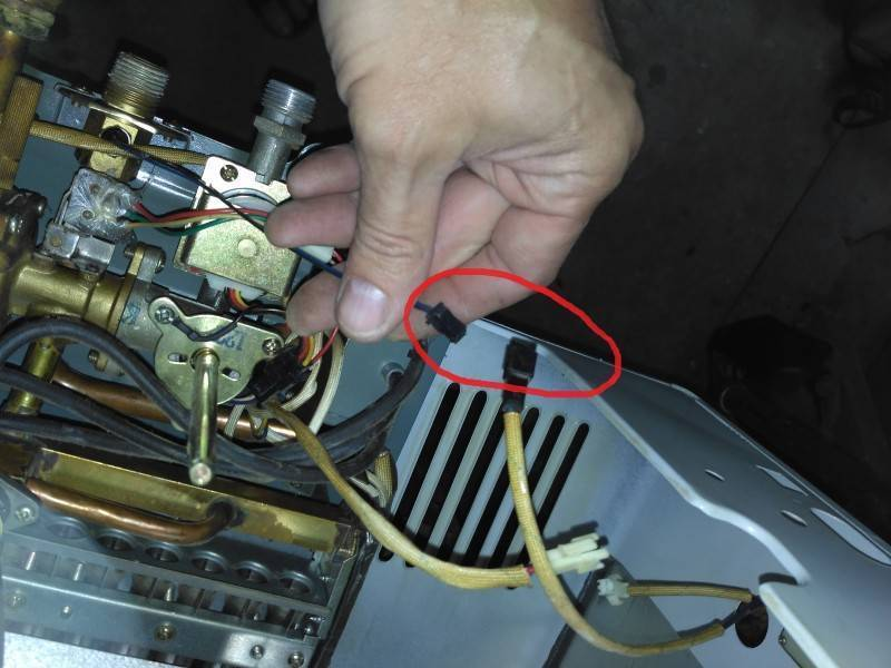 Почему газовая колонка тухнет после включения, что делать если гаснет фитиль при включении холодной воды, душа.