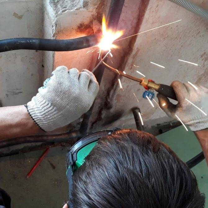 Замена и сварка алюминиевых батарей отопления на газосварке!