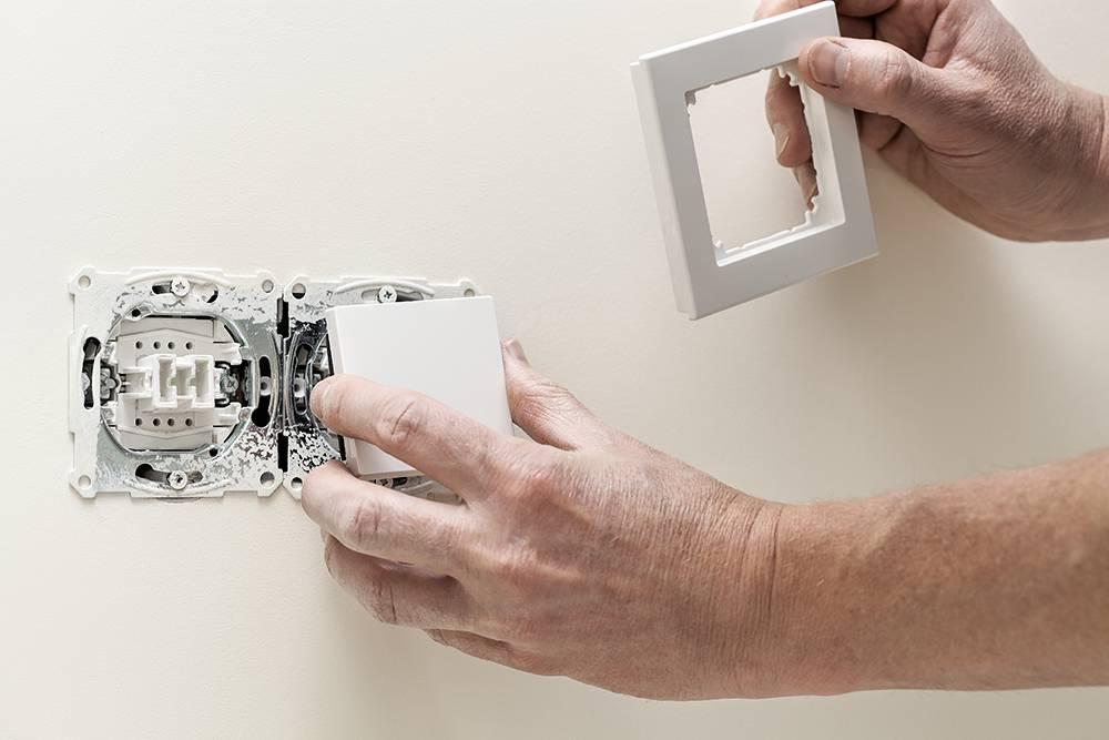Замена старой розетки и выключателя в квартире своими руками: видео, как заменить их самостоятельно