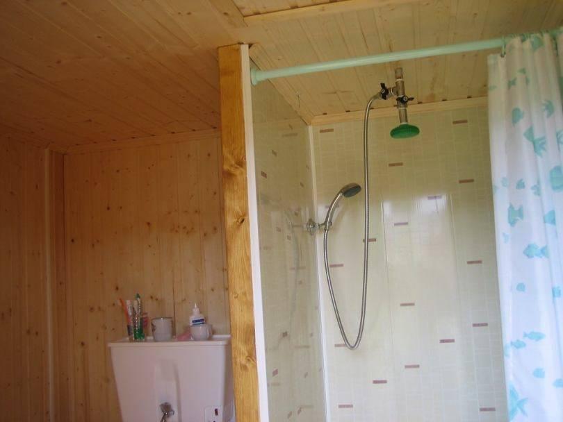 Как сделать деревянный душ своими руками – устройство дачной душевой из дерева