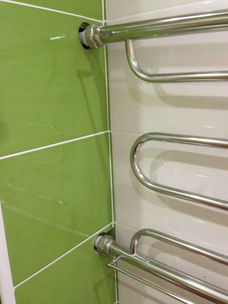 Как выполняется замена полотенцесушителя в ванной по правилам