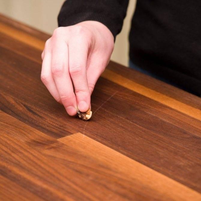 Как грецкий орех поможет устранить царапины на мебели