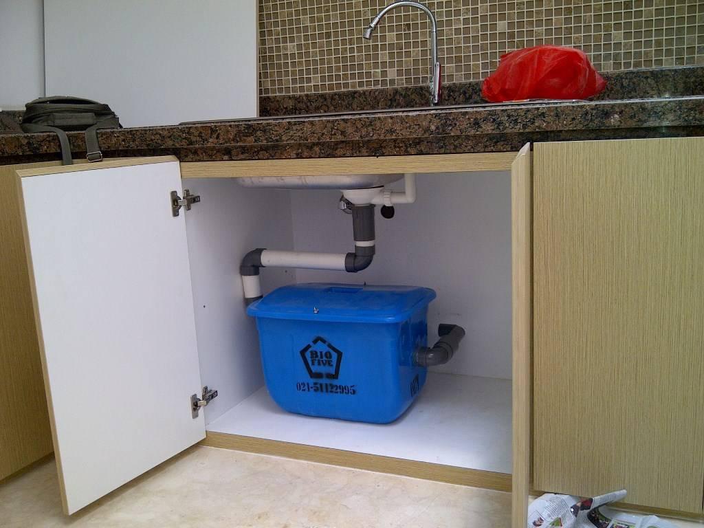 Как выбрать и установить жироуловитель для системы канализации своими руками?