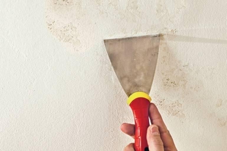 Желтые пятна на потолке после затопления — как и чем лучше вывести