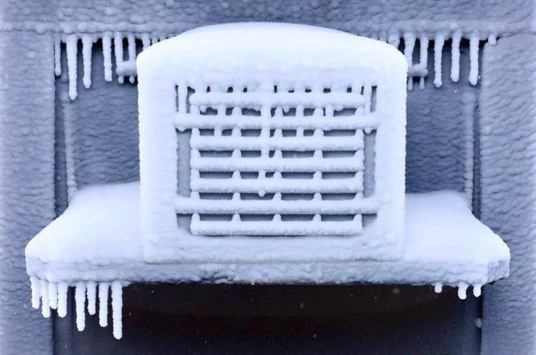 Можно ли в мороз включать кондиционер?