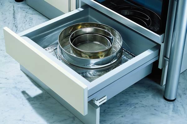 Оказывается, что ящик под духовкой вовсе не для сковородок