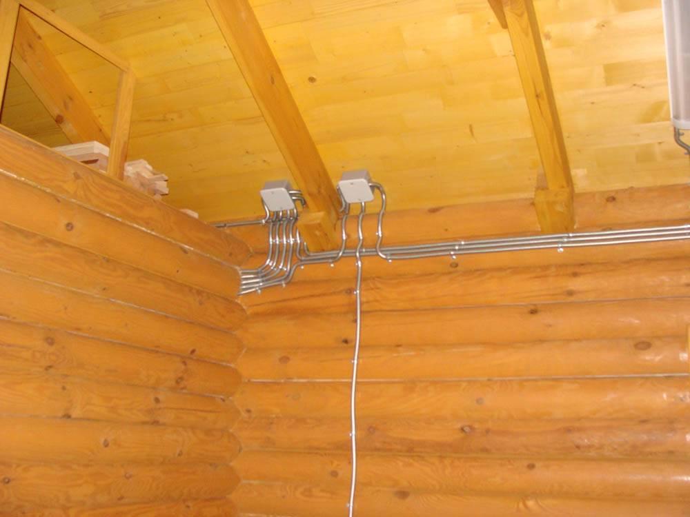 Электропроводка в деревянном доме: правила установки.