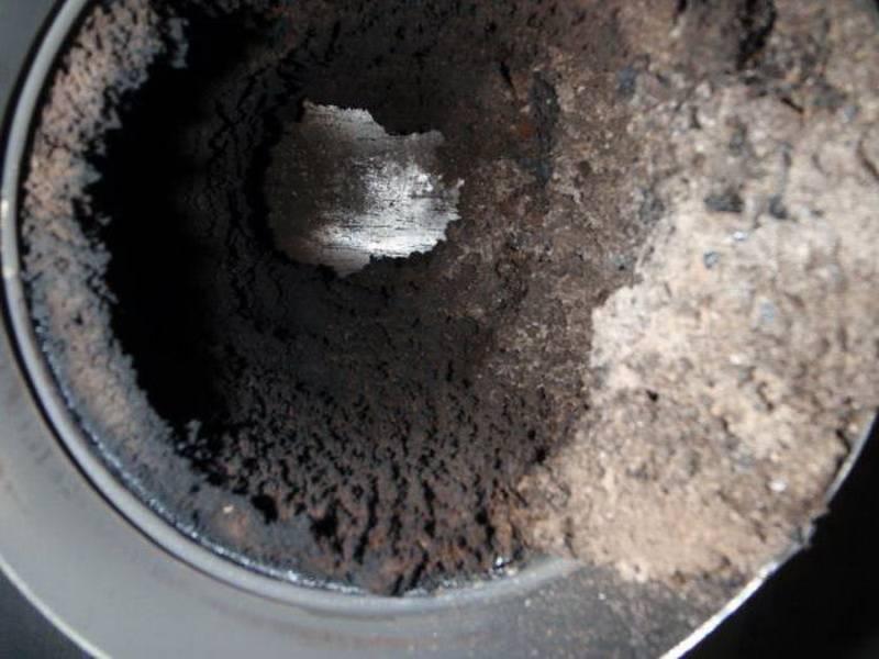Чем лучше всего топить печь чтобы прочистить дымоход