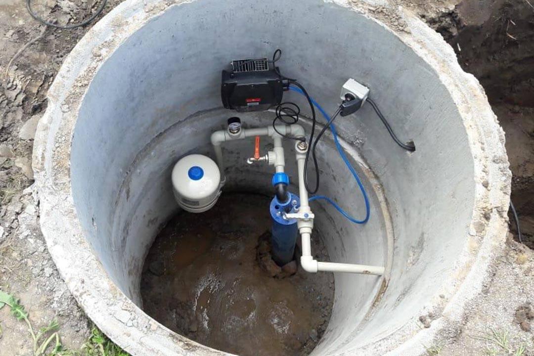 Как установить кессон для скважины? виды, назначение, установка.