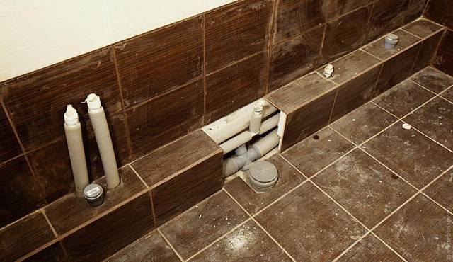 Как закрыть трубы в туалете – варианты, как спрятать, задекорировать трубы