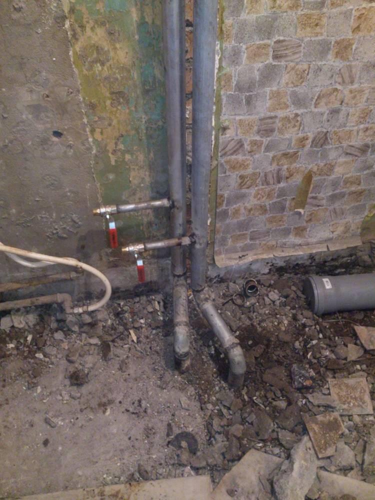 Перенос стояка горячей воды: допускается ли по закону, инструкция по процедуре, а также сколько стоит и куда обращаться за услугой