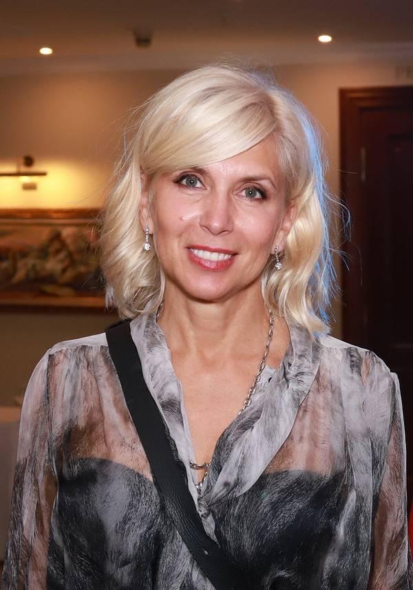 Алёна свиридова — биография, личная жизнь, фото, новости, певица, хиты, «инстаграм», возраст, сын 2021 - 24сми