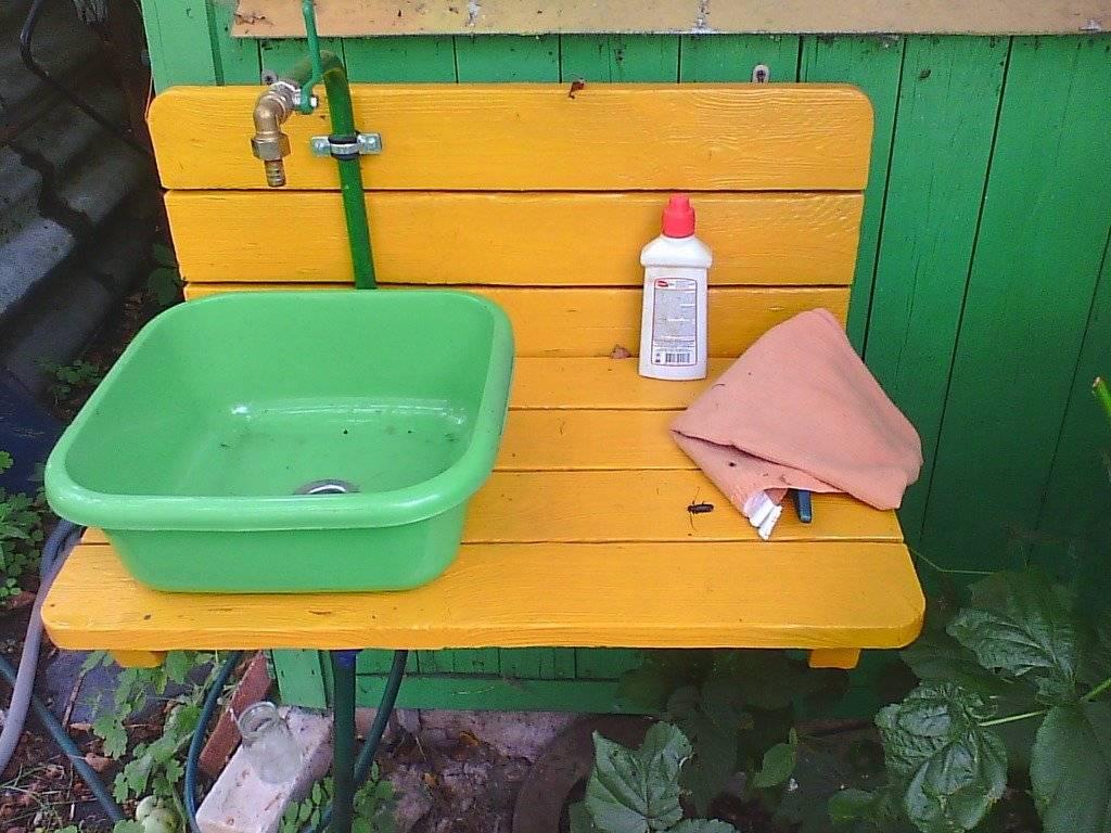 Как выбрать или изготовить умывальник для дачи с подогревом