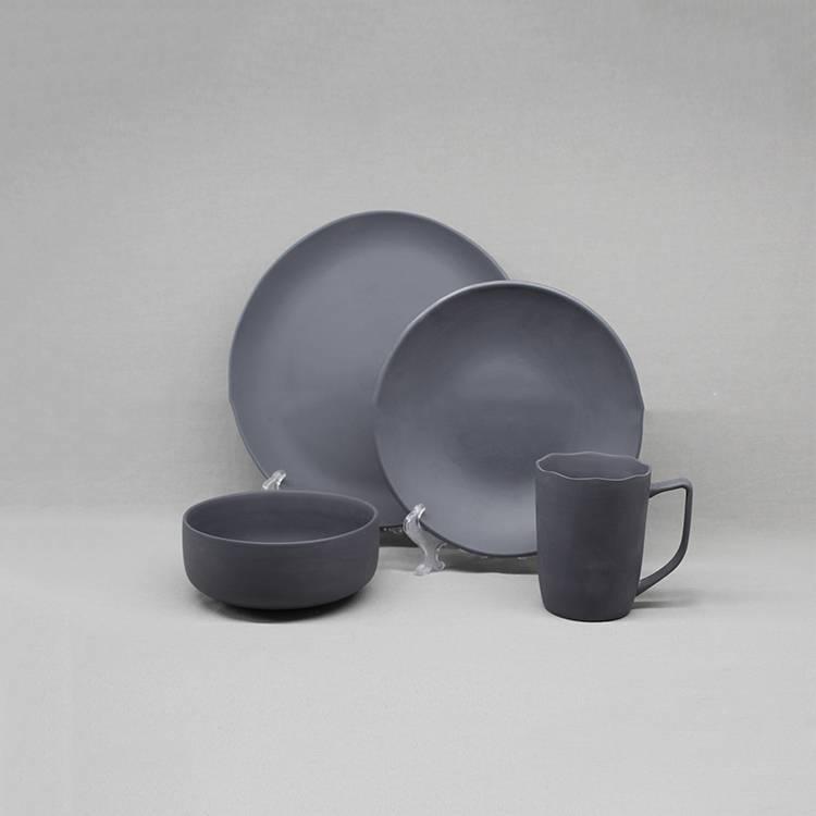 К чему бьется посуда в доме и на работе: правдивые приметы и что делать