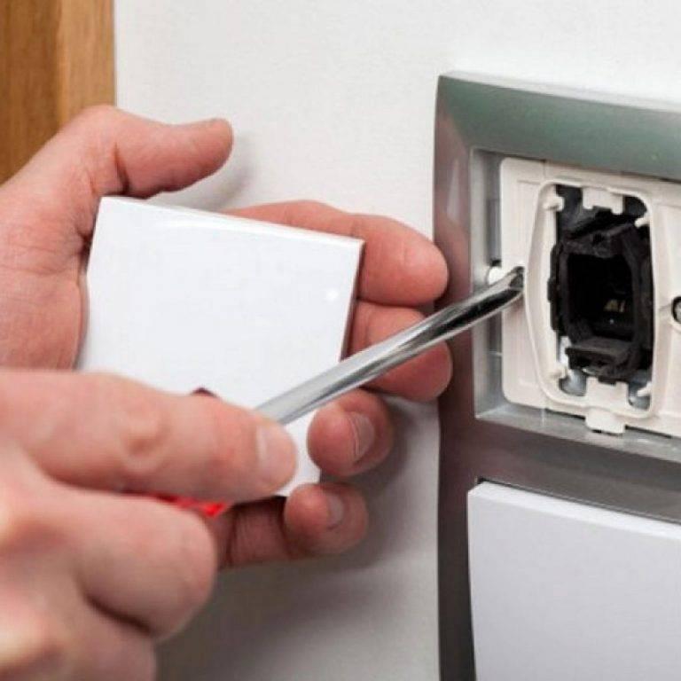 Замена выключателя света в квартире своими руками: как поменять выключатель с одной кнопкой и снять его со стены? можно ли открутить двухклавишный?