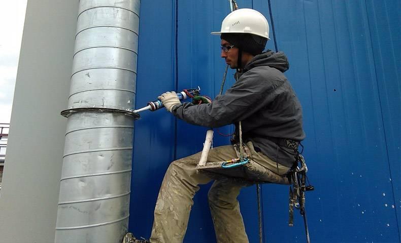 Как установить вентиляционные трубы: монтажные технологии крепления к стенам и потолку
