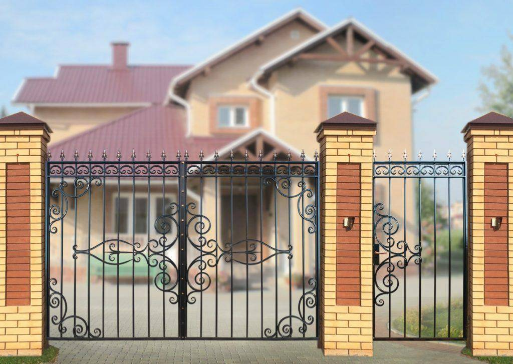 Варианты ворот с калиткой внутри: секрет правильного выбора