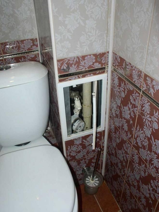 Как закрыть трубы в туалете: обзор вариантов маскировки канализационного стояка и стояков подачи воды с сохранением доступа к ним