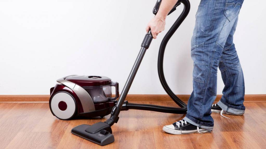Советы клининговых компаний, как часто нужно пылесосить в квартире