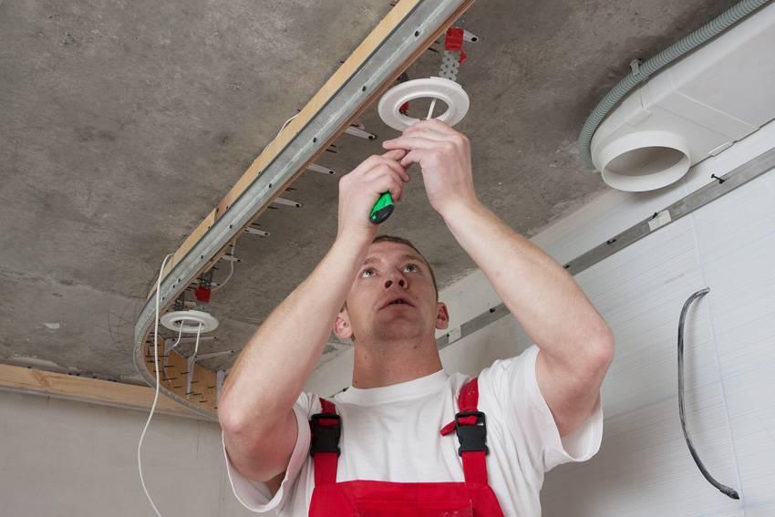 Монтаж люстры на натяжной потолок: подробное руководство по установке своими руками
