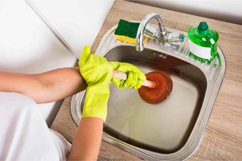 Как прочистить канализационную трубу – важные советы и способы прочистки