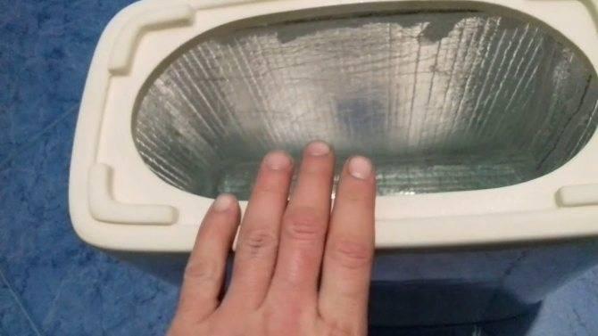 Течет унитаз после смыва в месте соединения с канализацией: что делать