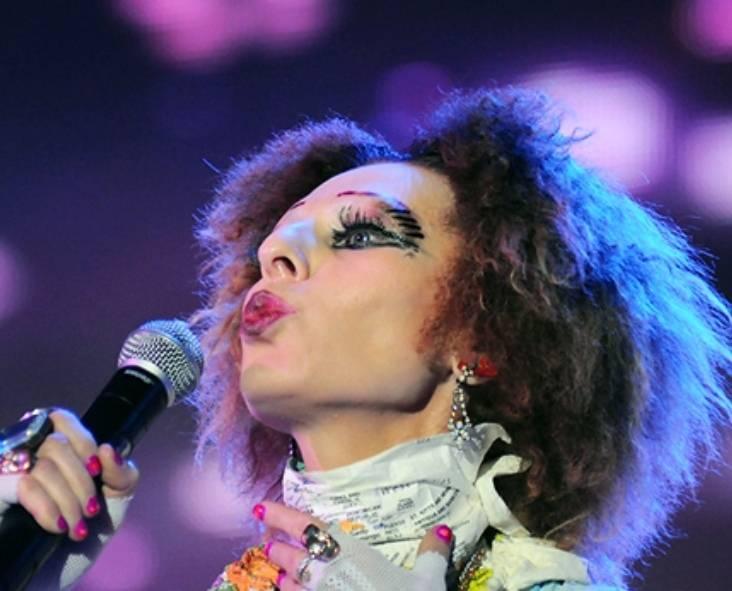 Как сложилась жизнь эксцентричной певицы и королевы русского рок-н-ролла жанны агузаровой