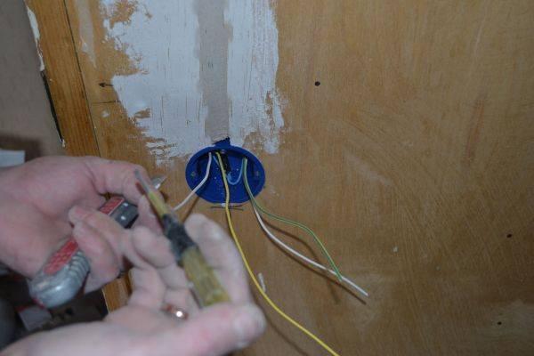 Как заменить проводку в квартире своими руками
