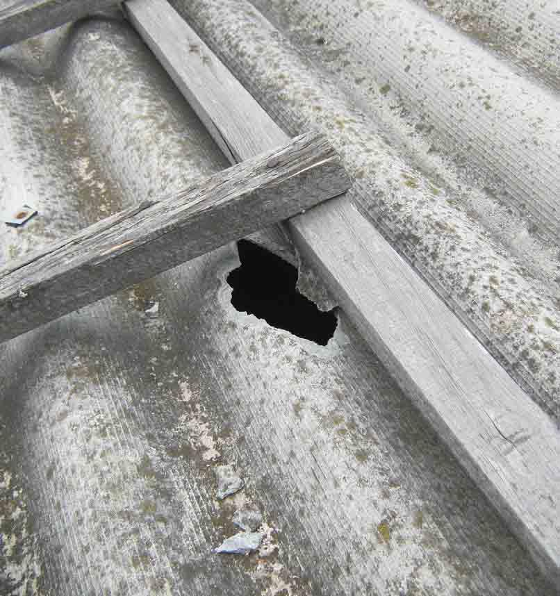 Ремонт шифера – чем заделать дырки и трещины?