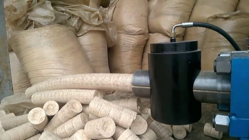 """Брикеты из опилок: как своими руками изготовить """"евродрова"""" для топливных агрегатов"""