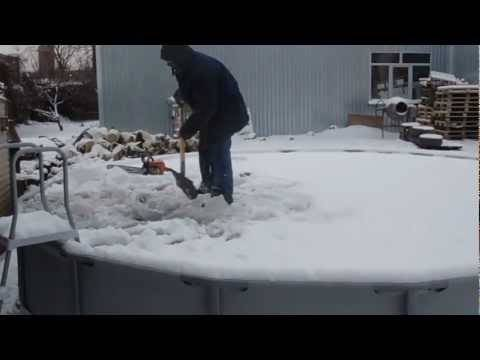 Как хранить каркасные бассейны зимой: когда нужно убирать водоем, какую модель можно оставлять на улице, как правильно помыть перед хранением в зимний период