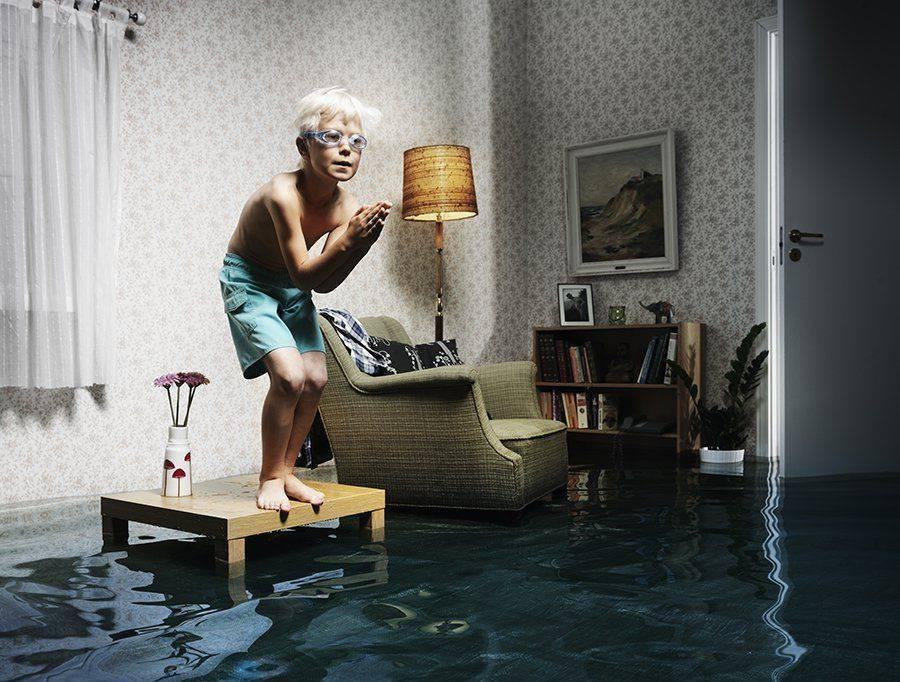 Заливают соседи сверху – что делать, если затопили квартиру и каков порядок действий?