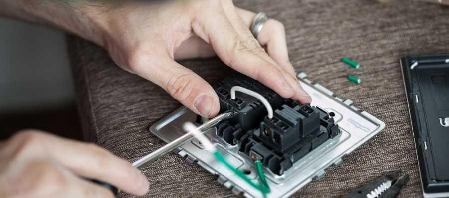 Как перенести выключатель в другое место: методы с применением штробления или без него, поэтапное руководство по работе своими руками и советы от экспертов