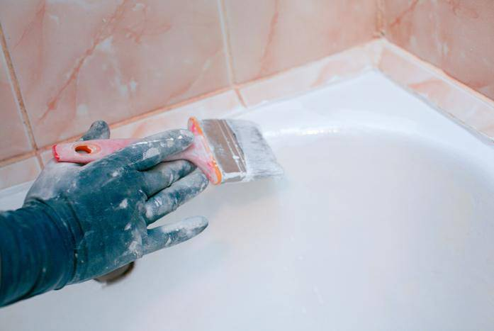 Как обновить покрытие чугунной ванны своими руками правильно