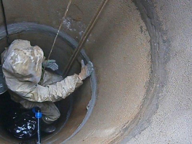 Гидропломба для колодца — как правильно заделать щели в бетонных кольцах