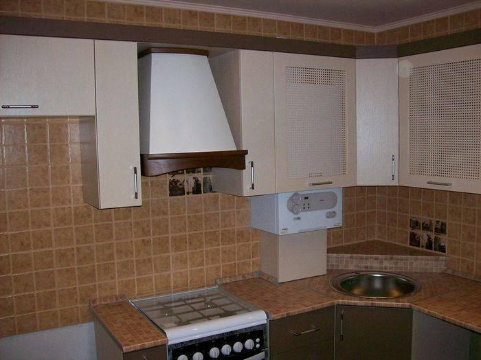 Как грамотно спрятать газовую колонку на кухне?
