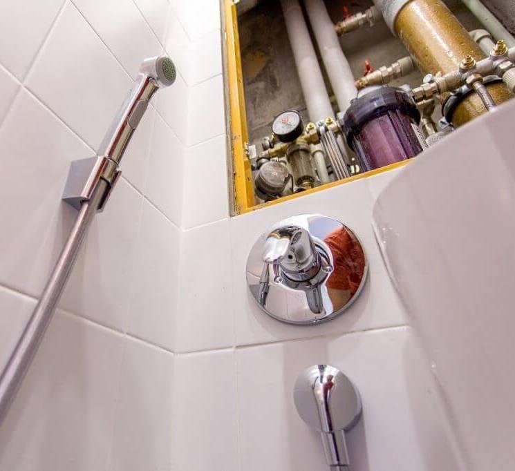 Установка смесителя в ванной: инструкции по монтажу на стену и на бортик ванны