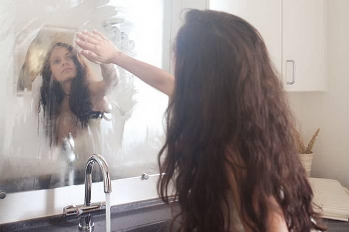 Семь средств, которые помогут решить проблему с запотеванием зеркал в ванной