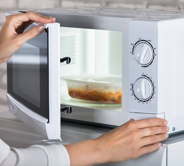 10 вещей, которые нельзя греть в микроволновке ни при каких условиях   кто?что?где?