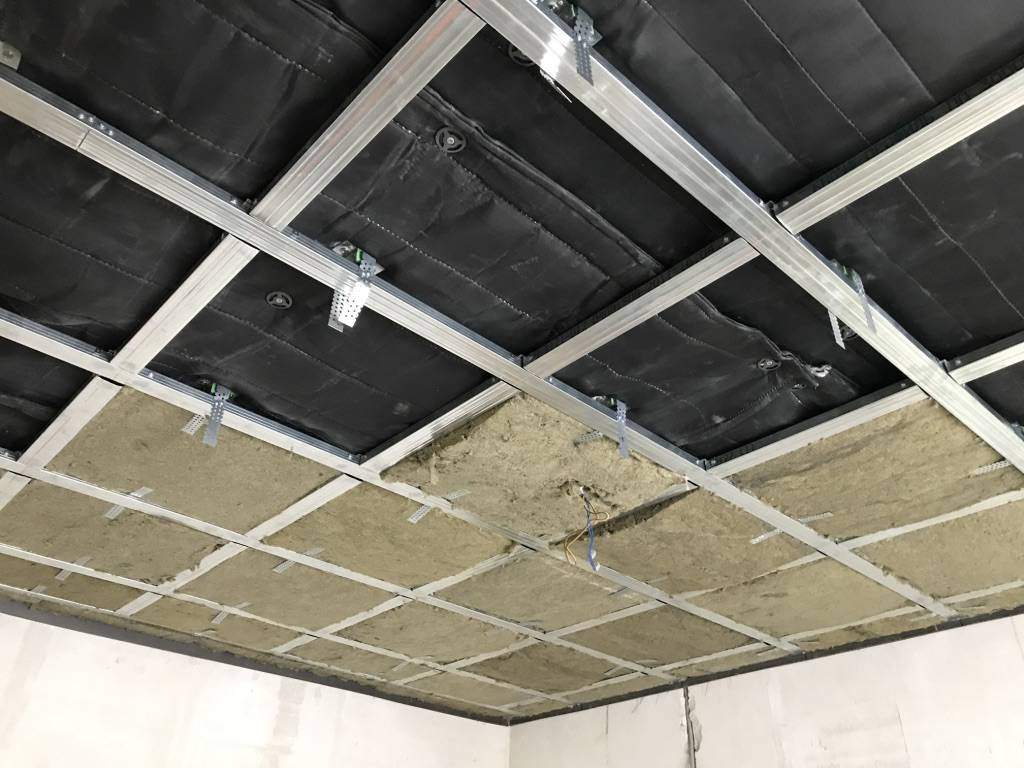 16 материалов для шумоизоляции потолка в квартире