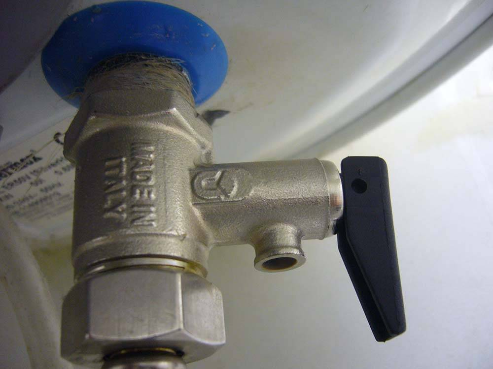 Почему предохранительный клапан очень важен при работе водонагревателя